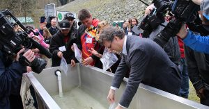 Fin Donnelly and Kwikwetlem community members release smolts.